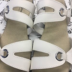 Comfort plus by Predictions. Size 13W